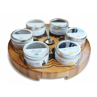 Theetableau met 6 gevulde blikjes losse thee. Nu tijdelijk 3 extra blikjes cadeau!